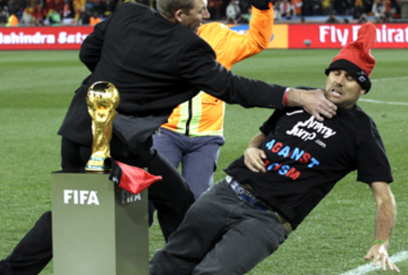 Man tries to grab World Cup trophy