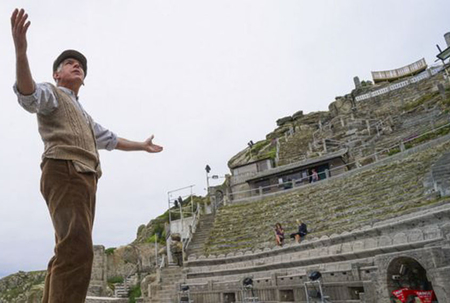 Outdoor theatre, festivals get thumbs up to open in Britain