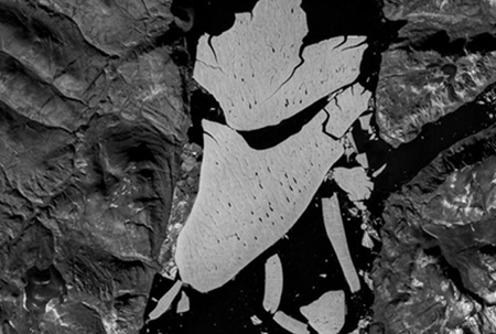 Scientists: Warmth taking toll on Greenland ice shelf