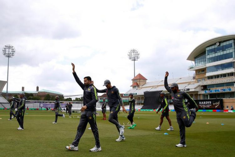 Pakistan cricketers warned after bubble incident