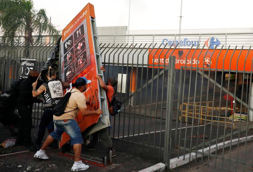 Brazilians protest killing of black man