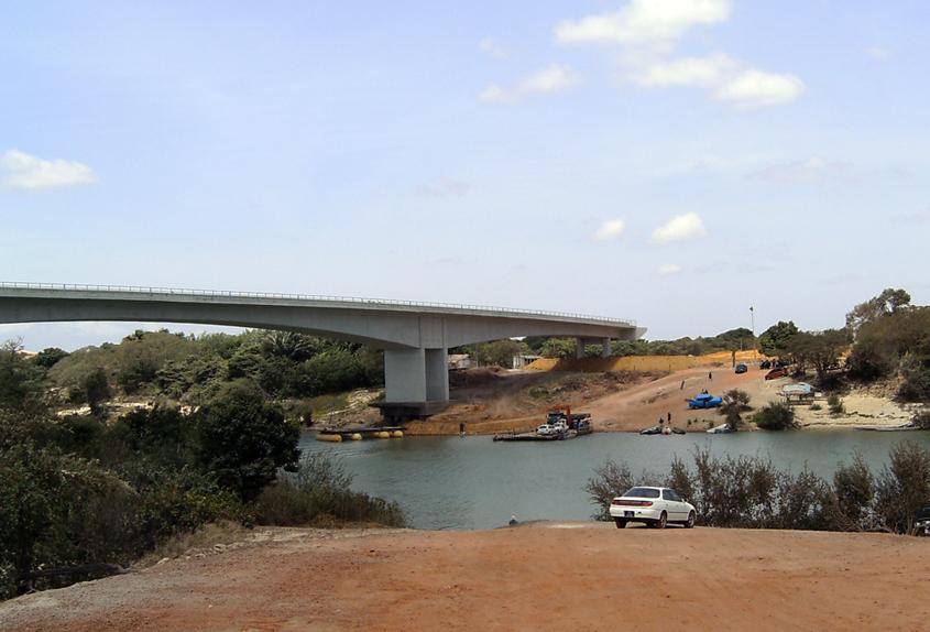 Guyana keeps bridge to Brazil closed