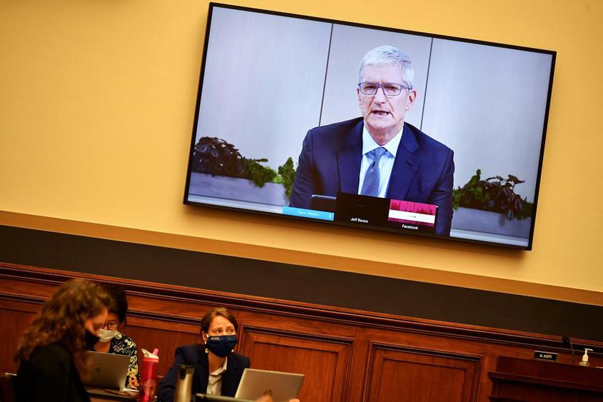 War of words between Apple and Facebook