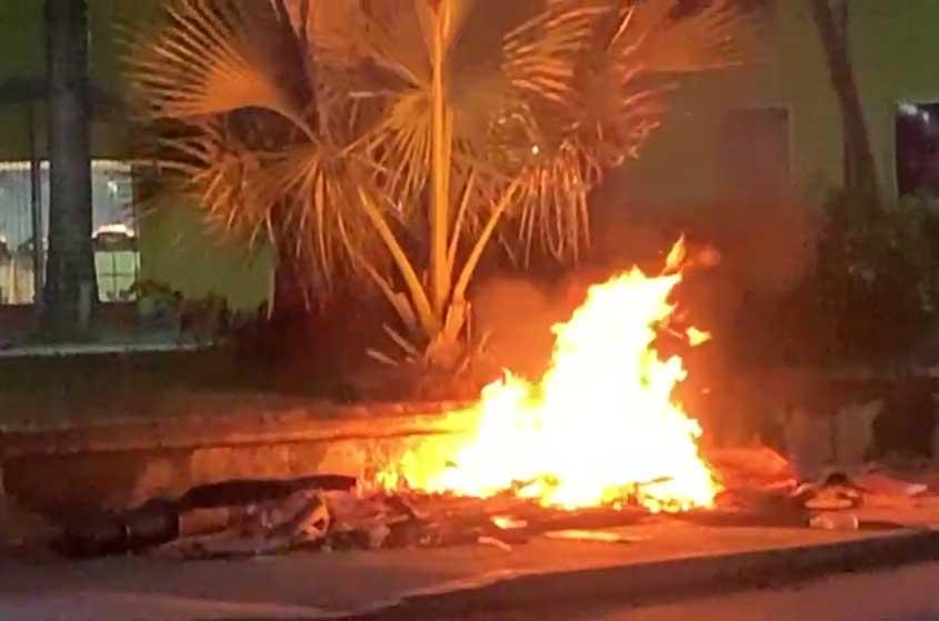 Garbage fire in Jubilee Gardens