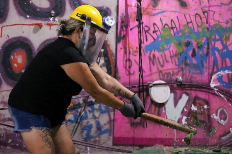 'Rage Room' a hit with Brazilians