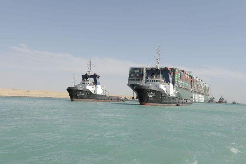 Shipping resumes via Suez Canal