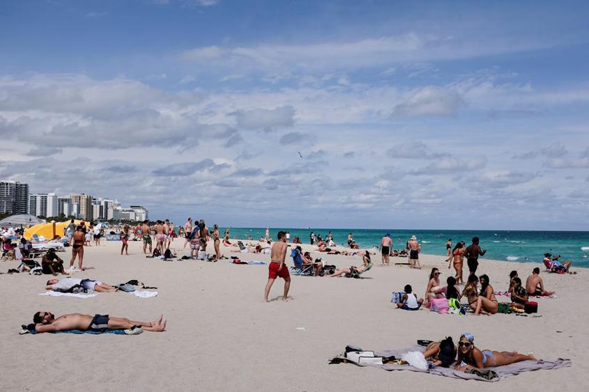 Curfew for Miami Beach to control spring break crowds