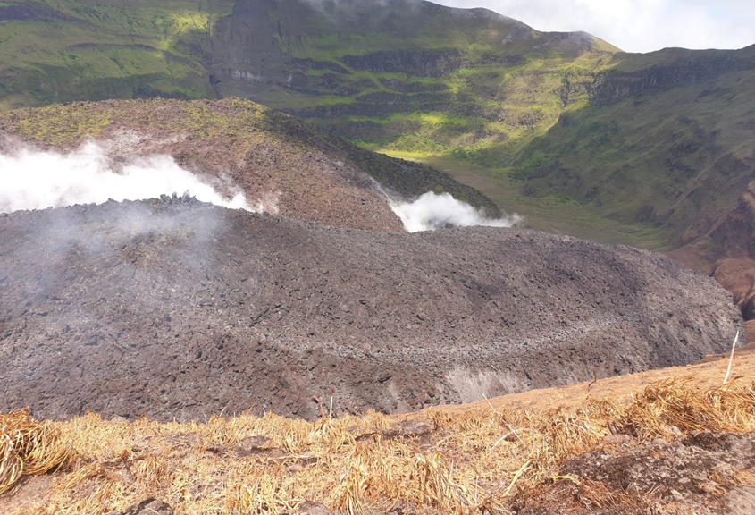 Earthquakes at La Soufriere stop
