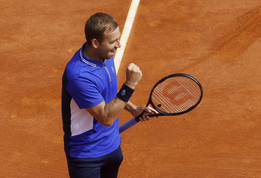Evans ousts Djokovic in Monte Carlo