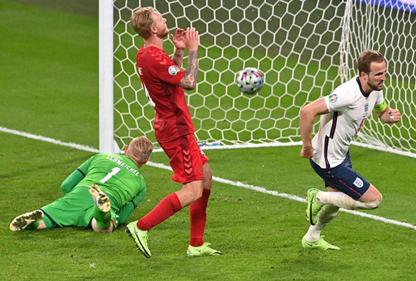 England beat Denmark 2-1