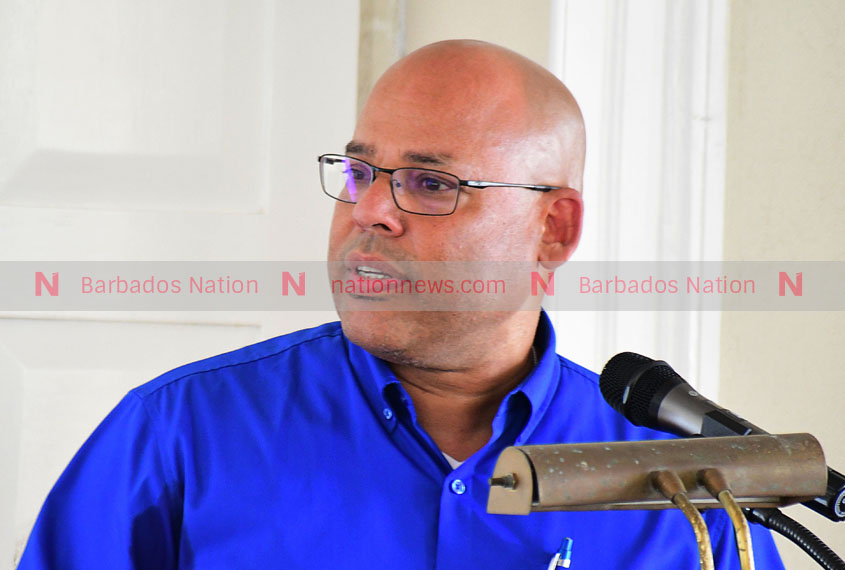 Hewitt knocks Govt on economy and 'rush' to republic