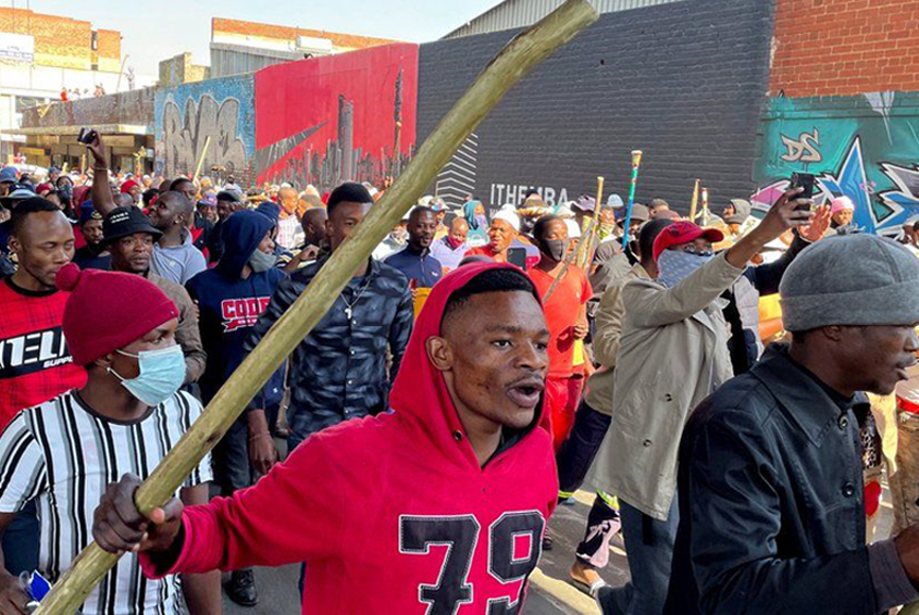 Riots continue in South Africa as Zuma challenges sentence