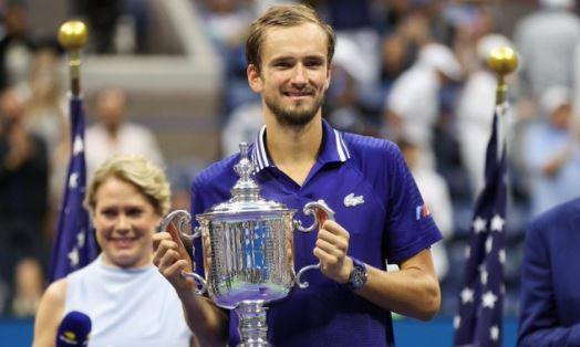 Medvedev defeats Djokovic